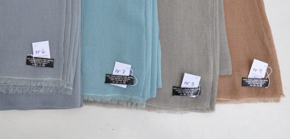 Stort sjal i tynn ull. Sjal til selskapskjole og til mange andre antrekk.  f68ad920f80b4